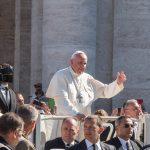 Papa: o amor de Cristo não é seletivo, abraça a todos