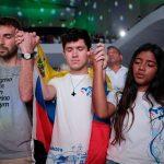 O Papa: com os jovens podemos realizar o sonho de um mundo fraterno